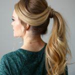Fryzura na święta: elegancki kucyk, długie włosy