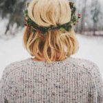 Świąteczna fryzura: włosy do ramion, ozdobna opaska