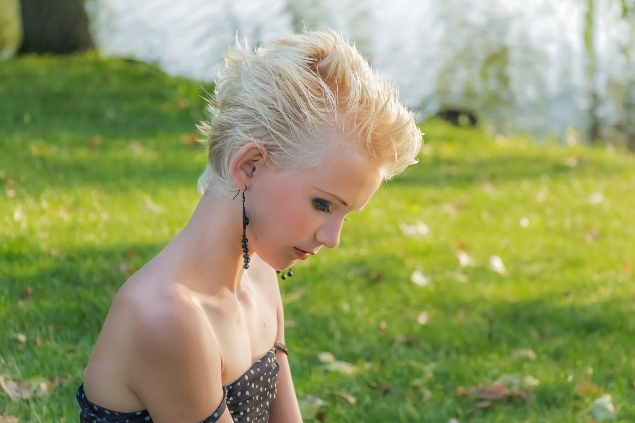 krótkie włosy lato