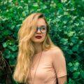 Koloryzacja włosów – sprawdź modne odcienie na nadchodzące lato!
