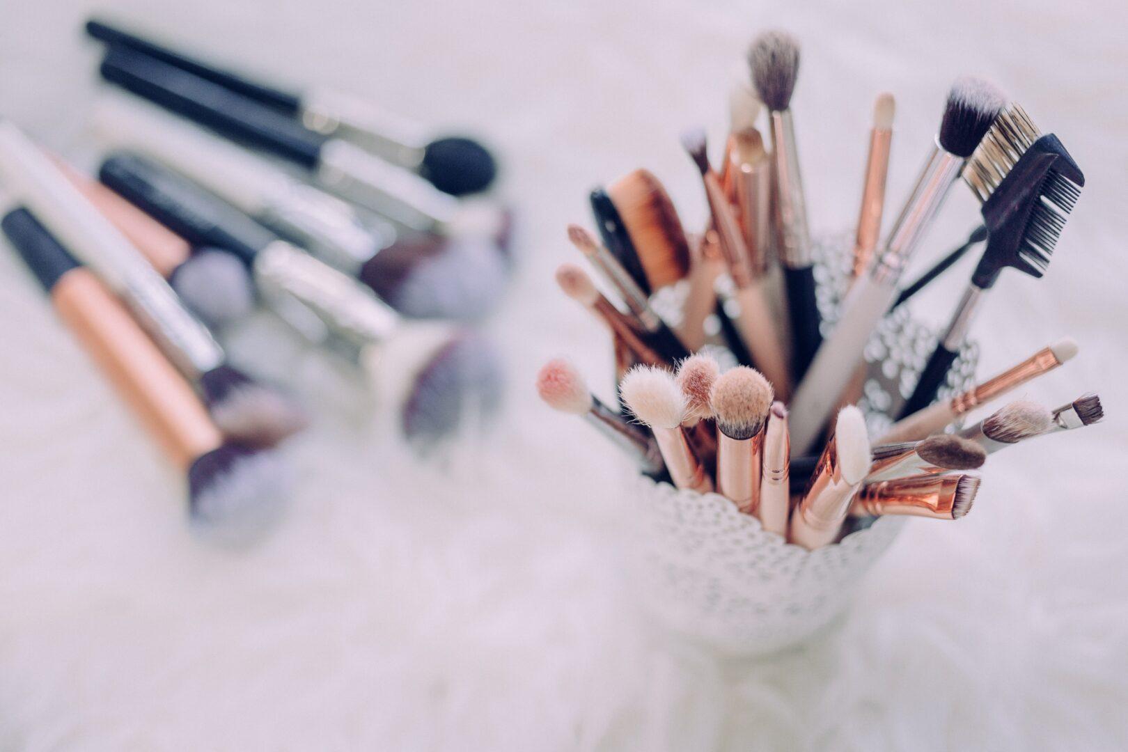 Pędzle do makijażu – jakich nie może zabraknąć w kosmetyczce?