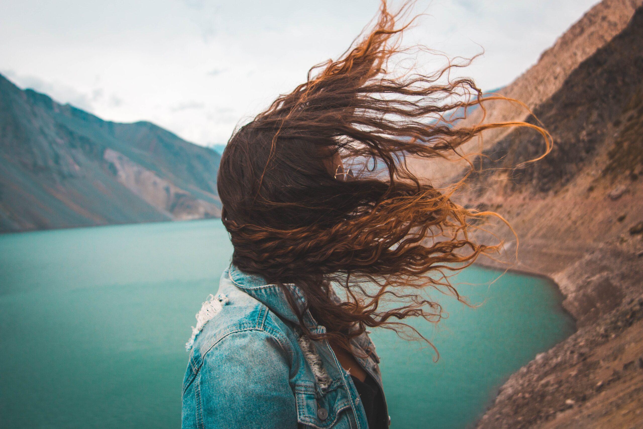 Wypadanie włosów u kobiet – co warto wiedzieć?