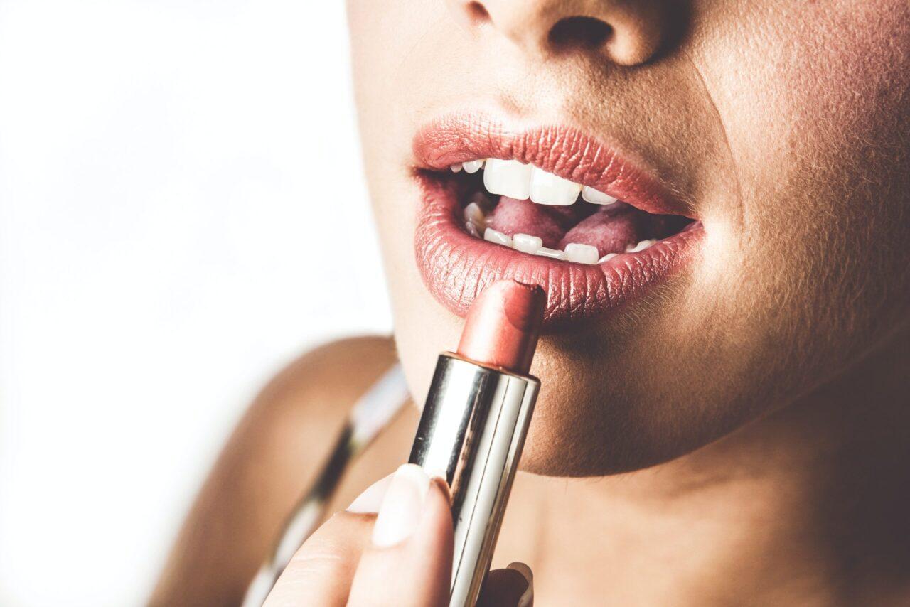 Szminka – podstawa makijażu ust