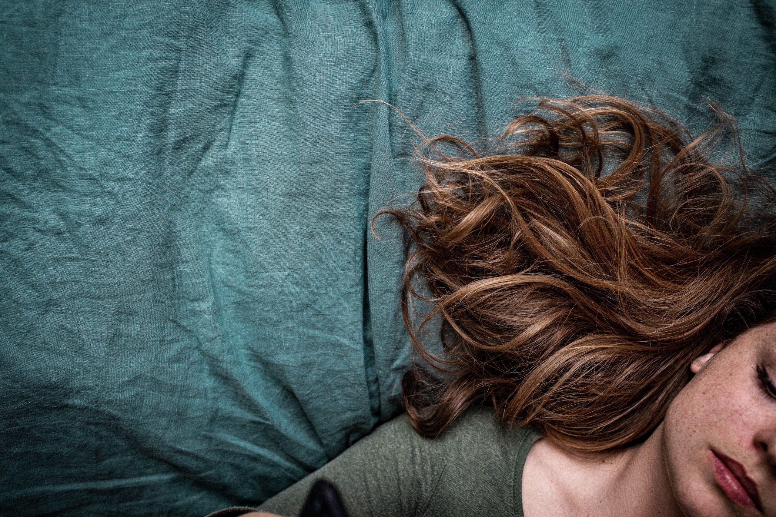 Plączące się włosy dają Ci się we znaki? Sprawdź, jak temu zaradzić