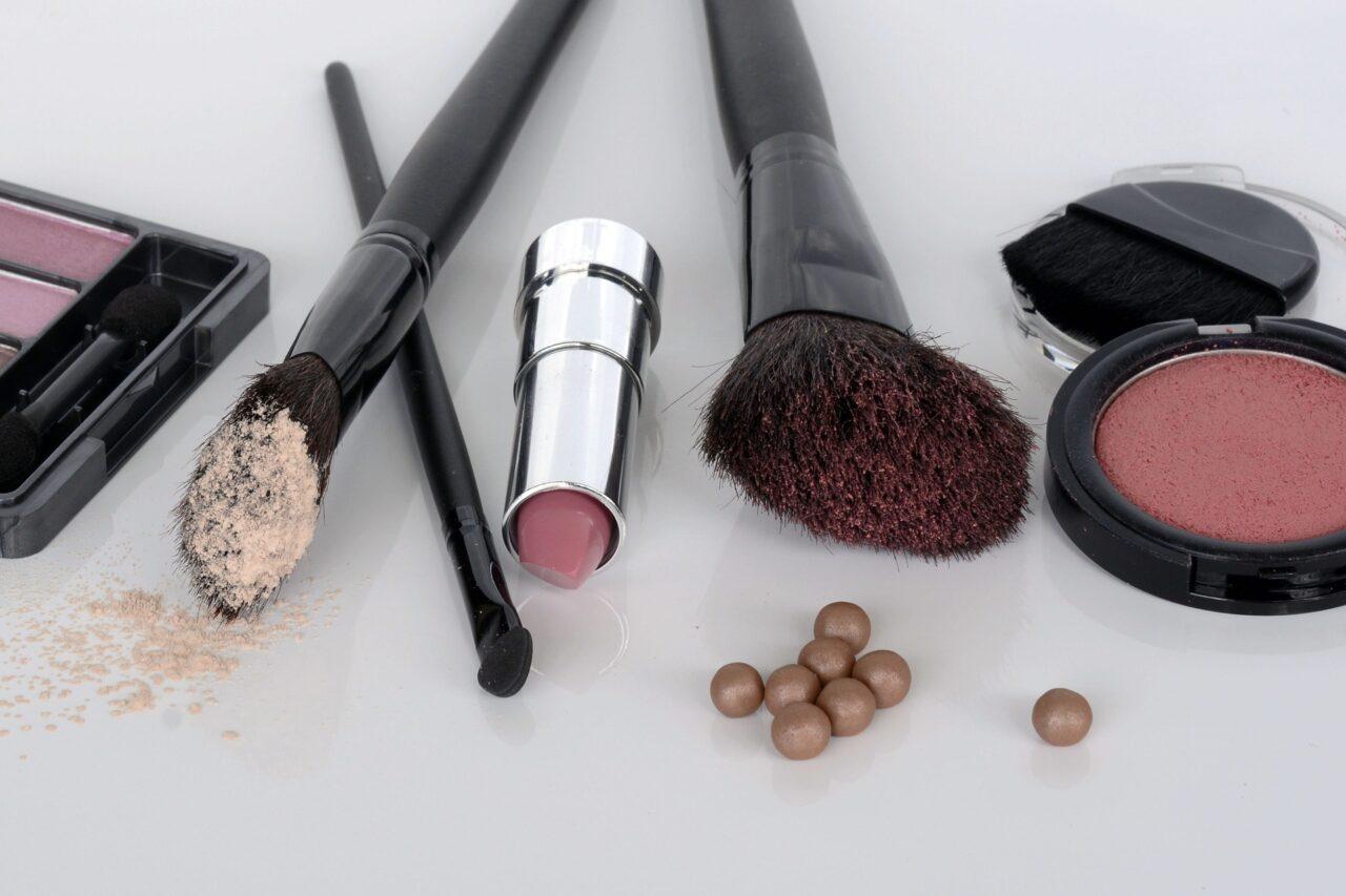 Makijaż dzienny – co musi znaleźć się w Twojej kosmetyczce?