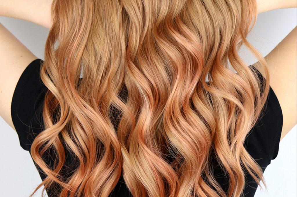 włosy w kolorze brzoskwioniowym pomarańczowym